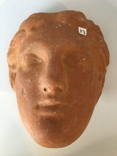 Masque de type probablement votif ou apotropaïque...