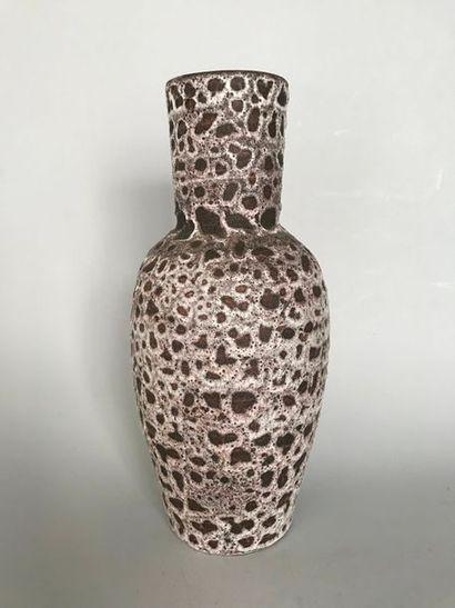 Vase balustre en faience brune et coulures...