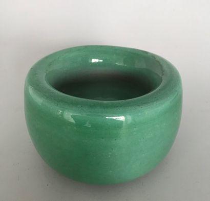Cendrier en terre cuite émaillée vert céladon...