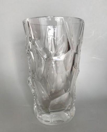 SAINT LOUIS (?)  Vase en cristal à arrêtes,...