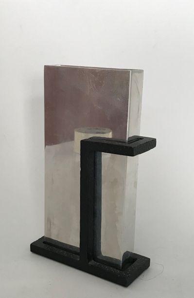Michael ARAM  Vase monolithe modèle Art Déco...