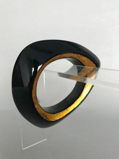 Bracelet jonc moderniste en bakélite noire...