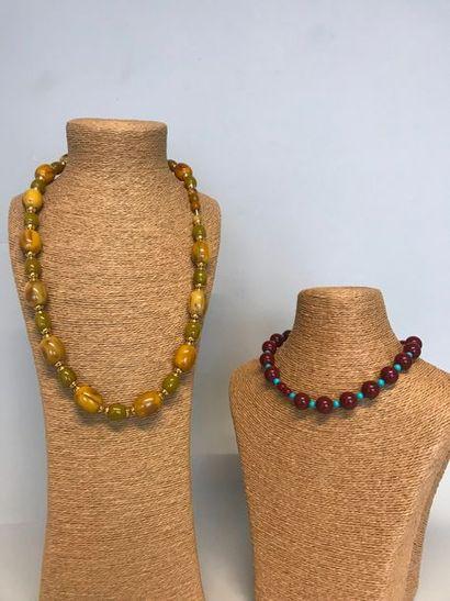Lot de 4 Colliers de perles de bois et résine...