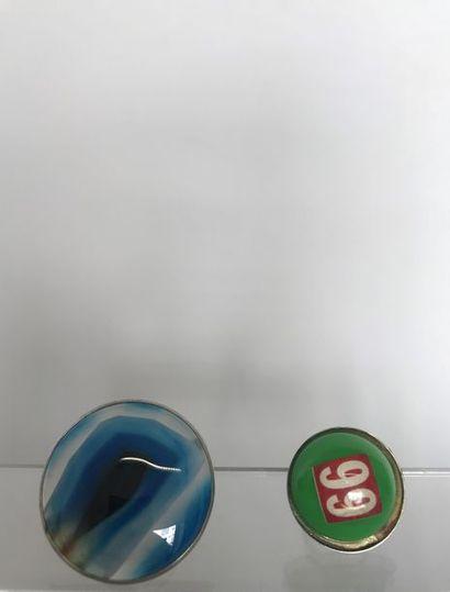2 Bagues modernistes en métal patiné, pastille...