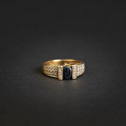 Bague jonc saphir pavage diamants 8/8 , monture...