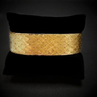 Bracelet ruban articulé en or  Vers 1960...