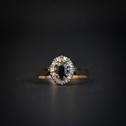 Bague marguerite saphir, entourage diamants...