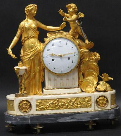 Pendule en marbre et bronze ciselé doré à...