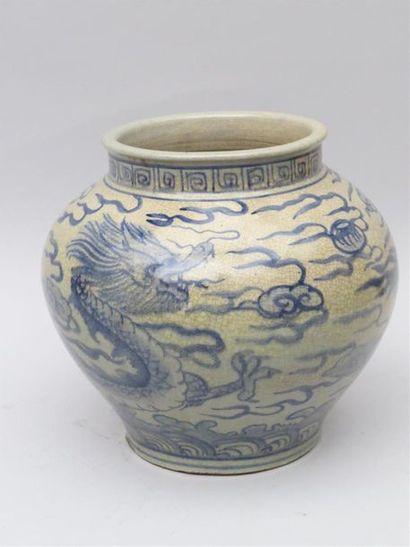 Jarre de forme Guan porcelaine craquelée...