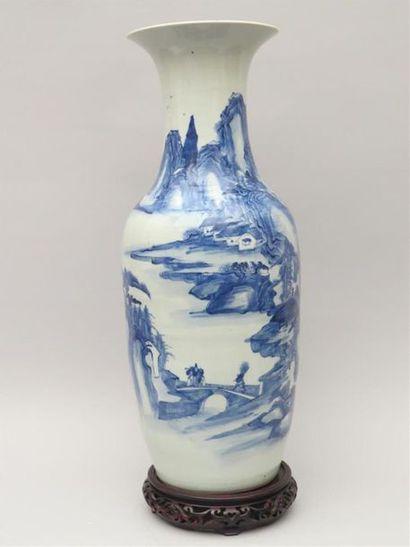 Grand vase balustre en porcelaine blanc bleu...