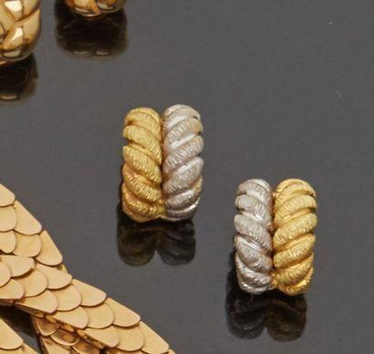 Paires de clips d'oreilles en or jaune et...