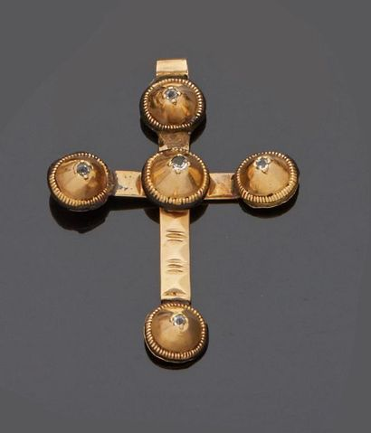 Croix capucine en or jaune 18 k (750 millièmes)...