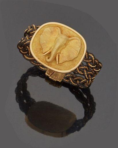 Bracelet en cuir et or jaune (18k) orné d'un...