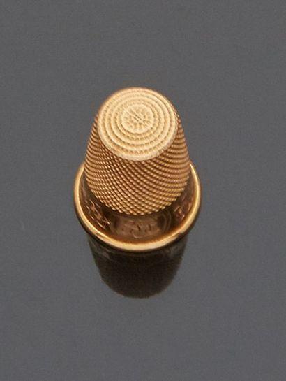 Dé de couturière en or jaune 18 k (750 millièmes)...