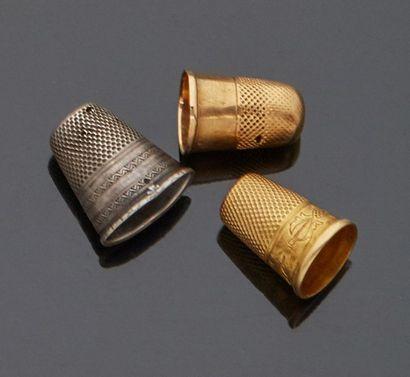 Deux dés de couturière en or jaune 18 k (750...