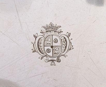 PARIS 1726 - 1727  Paire de jattes rondes en argent à bords moulurés de filets chantournés,...