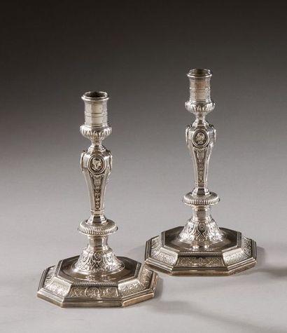PARIS 1723 - 1724  Paire de flambeaux en...