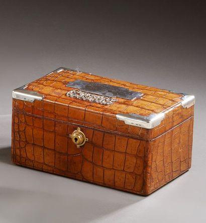 Grande boîte à cigares en cuir de crocodile...