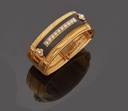 Bracelet semi rigide articulé en or jaune...