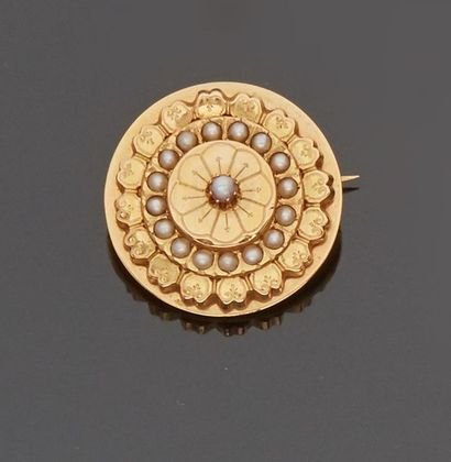 Broche ronde en or jaune 18 k (750 millièmes)...
