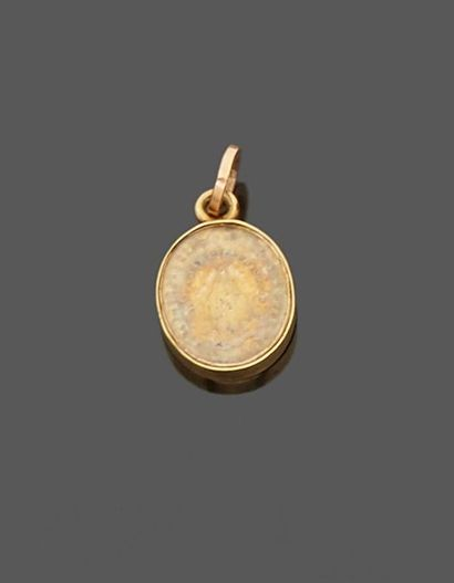 Small miraculous medal in 18 k (750 thousandths) yellow gold representing the Virgin...