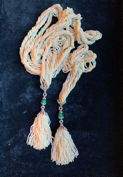 Collier bayadère composé de semences de perles...