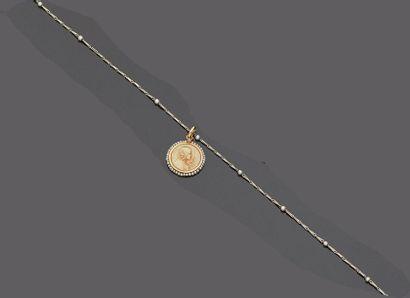 Médaille en ivoire gravé du profil de la...