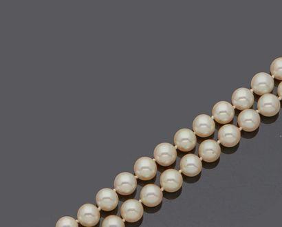 Deux colliers de perles de culture dont un...