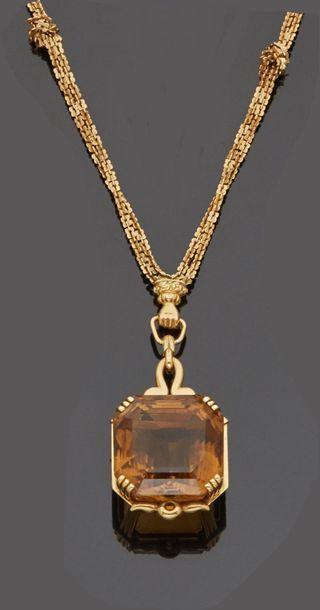 Collier pendentif en or jaune 18 k (750 millièmes)...