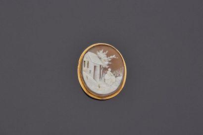 Broche ovale en or jaune 18 k (750 millièmes)...