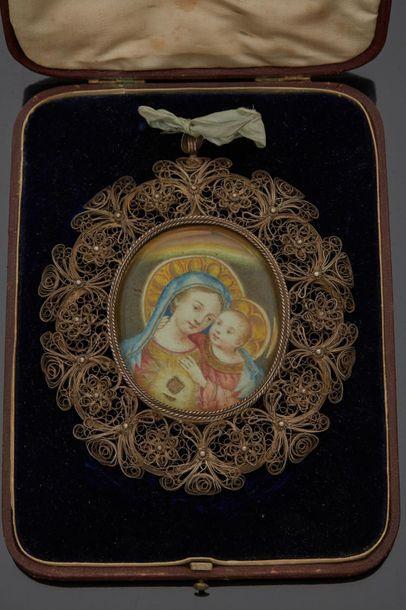 Cadre reliquaire en argent filigrané à décor...