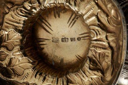 RUSSIE XIXe siècle  Sucrier en argent et vermeil sur piédouche figurant un artichaut...