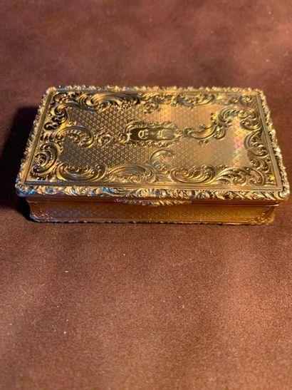 Boite tabatière en or jaune 18 k (750 millièmes)...