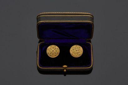 Paire de boutons de plastron en or jaune...