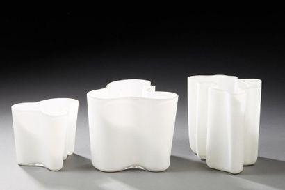 Alvar AALTO (1898-1976)  Savoy  Deux vases...
