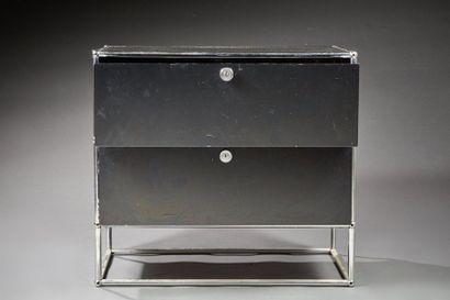 USM  Casier ouvrant par deux tiroirs superposés,...