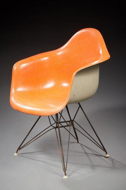Charles EAMES  DAR, modèle créé en 1948  Fauteuil...
