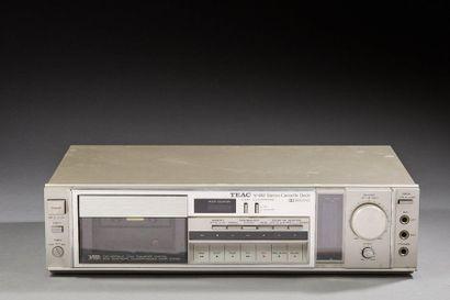 TEAC  Radio, cassette V-80