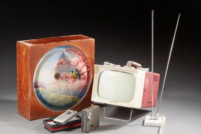 Ensemble de divers matériels audio: Télé...