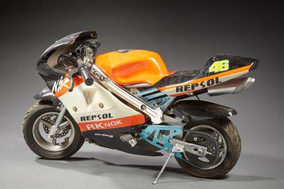 Moto miniature à moteur thermique deux temps....