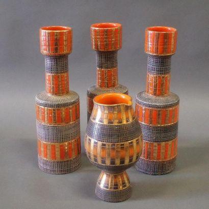 Travail Italien  Trois vases cylindriques...