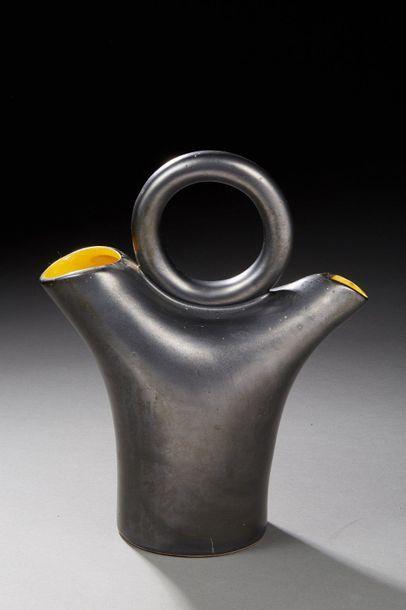 Travail des années 1950  Vase en céramique...
