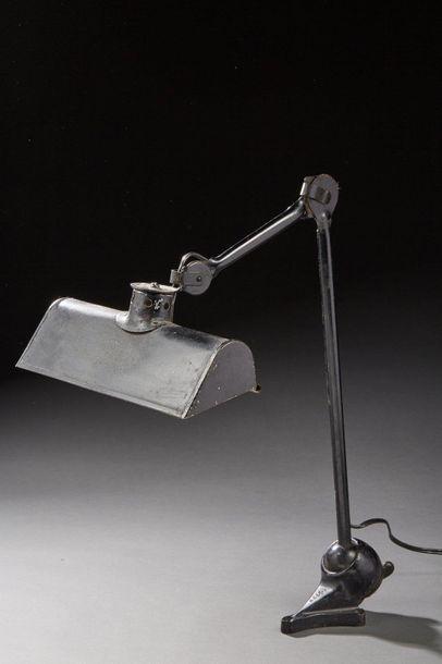 Travail industriel des années 1930. Lampe...