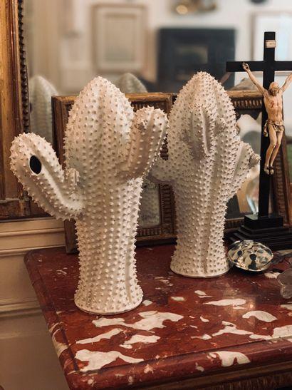 Paire de cactus en grès, couverte blanche...