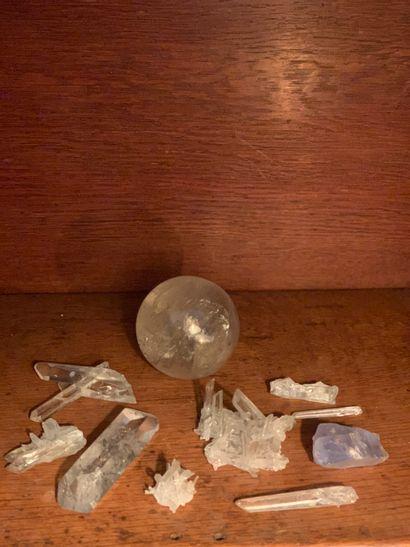 Un lot de pierres dures principalement en...