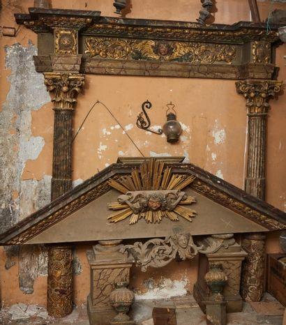 Importante boiserie d'autel en bois sculpté...