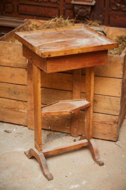 Petite table de salon en bois naturel ouvrant...