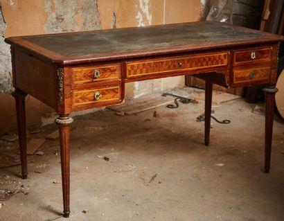 Bureau plat en bois de placage, dessus cuir,...