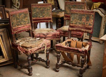 Quatre chaises de style Louis XIII composées...