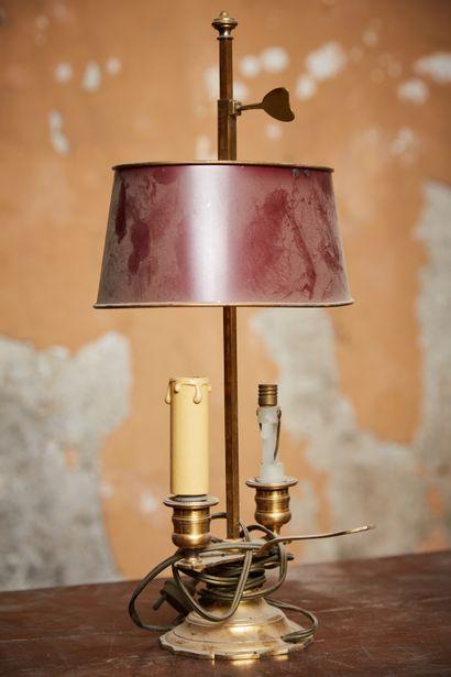 Lampe dite bouillotte en bronze et tôle peinte...